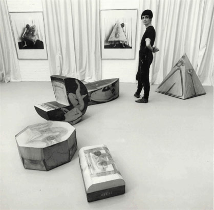 Portrait of the artist - In background: Ego Geometria Sum, 1982-4 - © Helen Chadwick Estate - Photography Edward Woodman