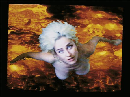 Pipilotti Rist - Selbstlos im Lavabad, 1994. Video - Courtesy the artists & Hauser & Wirth, Zürich