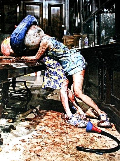 Paul McCarthy, Piccadilly Circus, 2003. Performance, foto, videoprojektioner, (En tilsølet dronningemoder, der slås), Foto: Jan Madsen